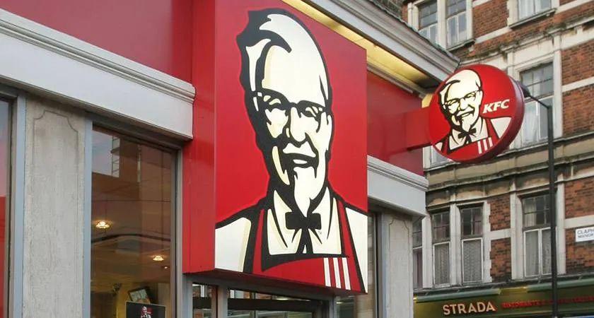 同属百胜餐饮,为何肯德基保持发展,必胜客却深陷危机?